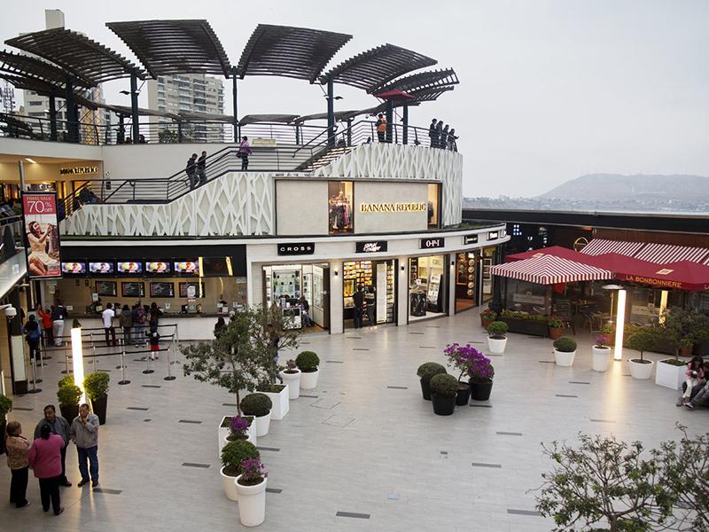 Interior do shopping Larcomar