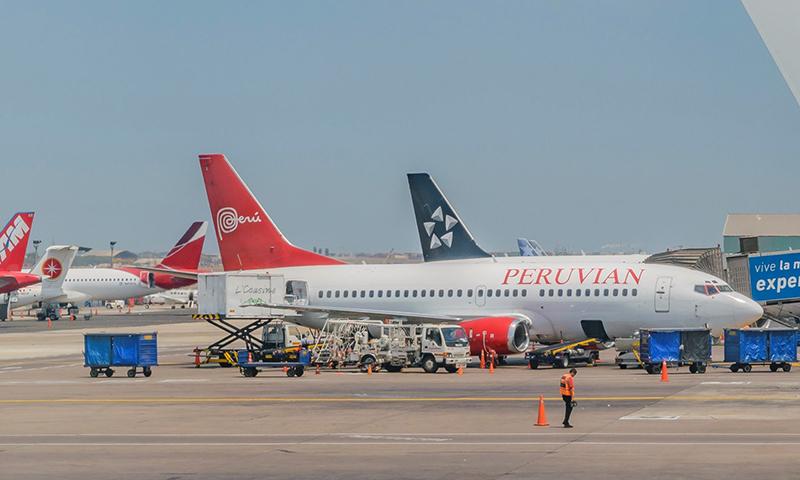 Desmebarque no aeroporto internacional de Lima