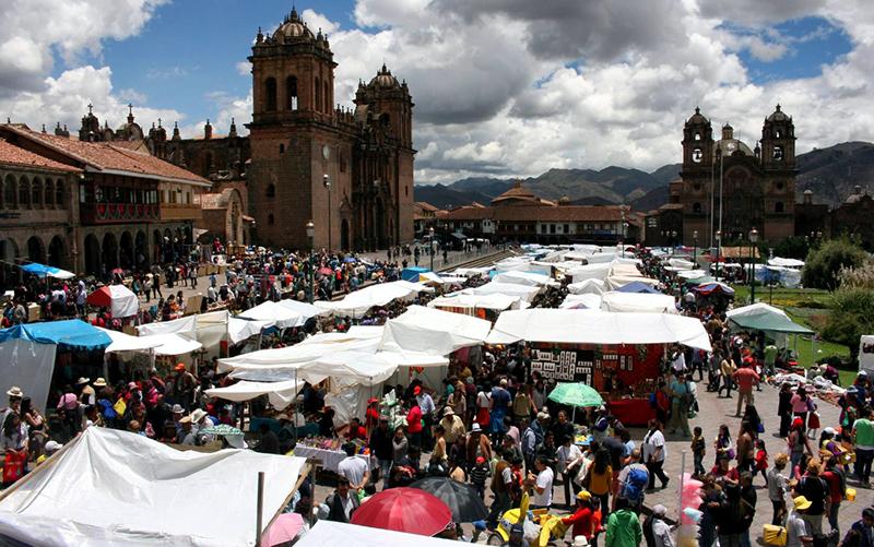Tradicionais feiras de Natal em Lima