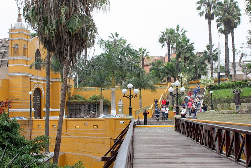 Passarela do bairro Barranco em Lima