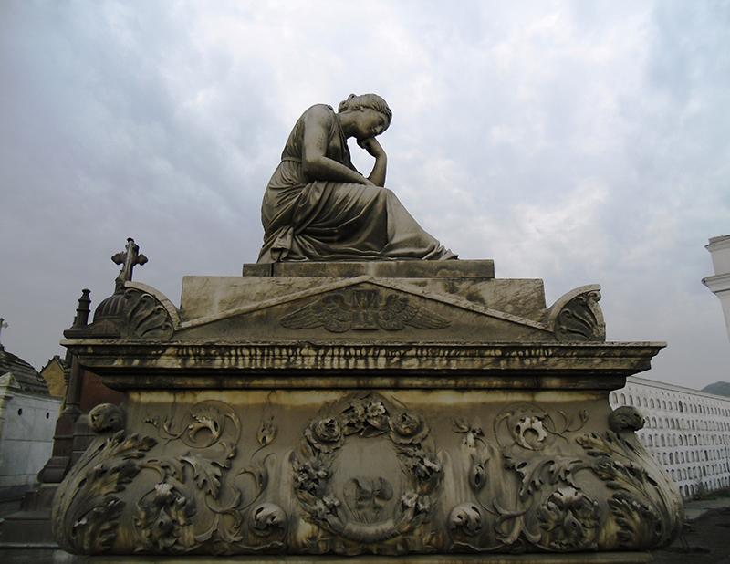 Escultura do Cemitério Presbítero Maestro em Lima