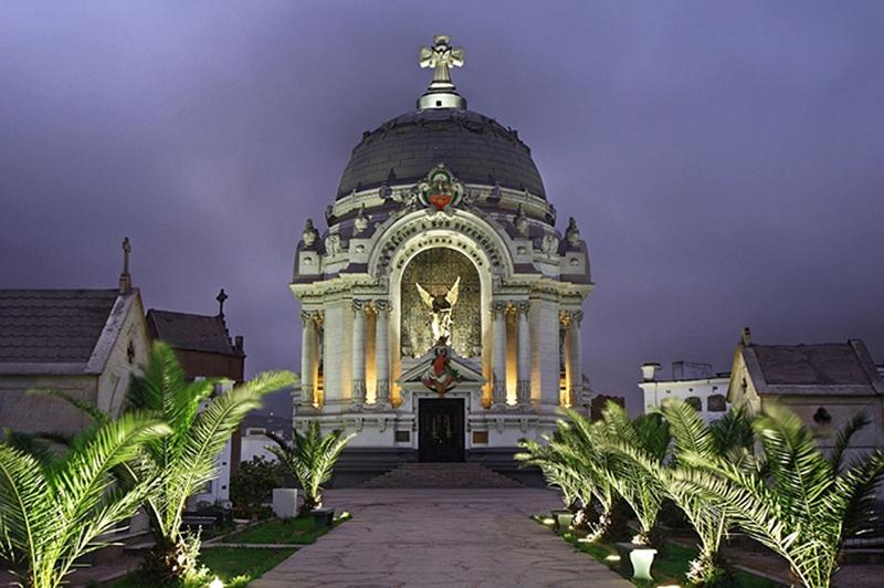 Noite no Cemitério Presbítero Maestro em Lima