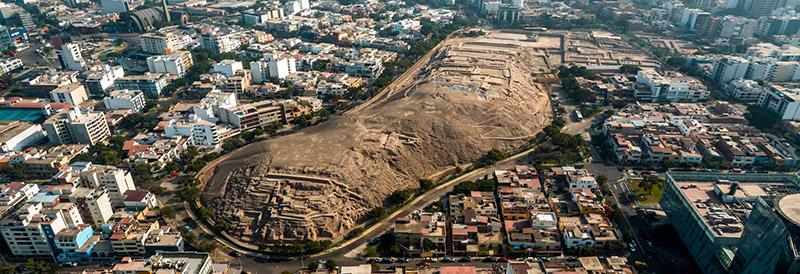 Vista aérea da Huaca Pucllana em Lima