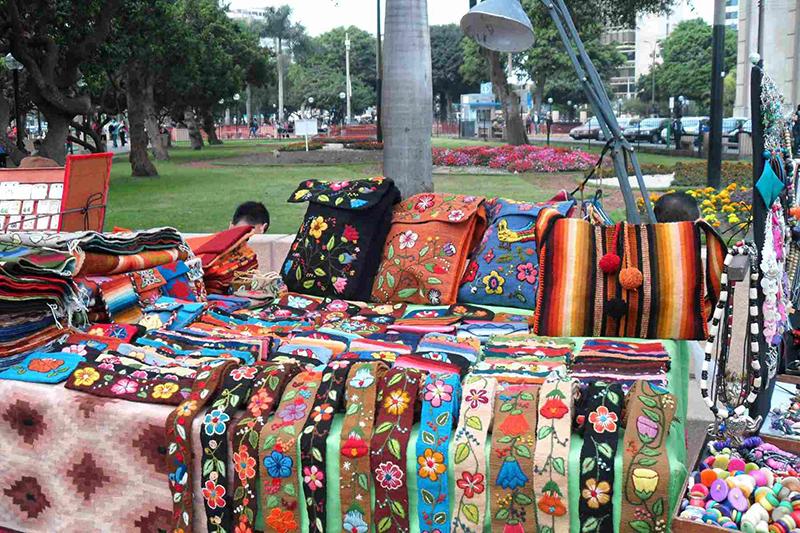 Feirinha do Parque Kennedy em Lima