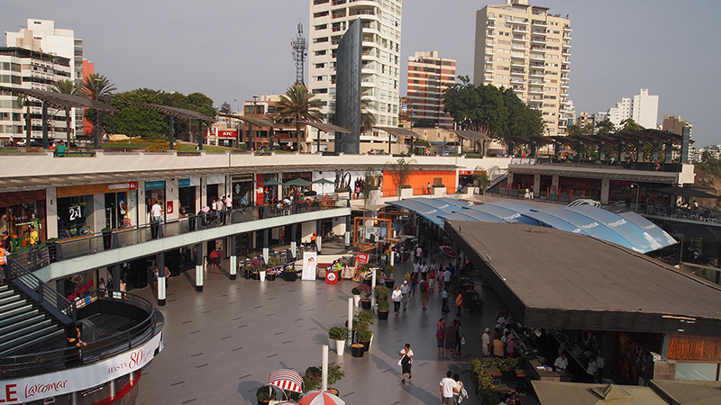 Área externa do shopping Larcomar