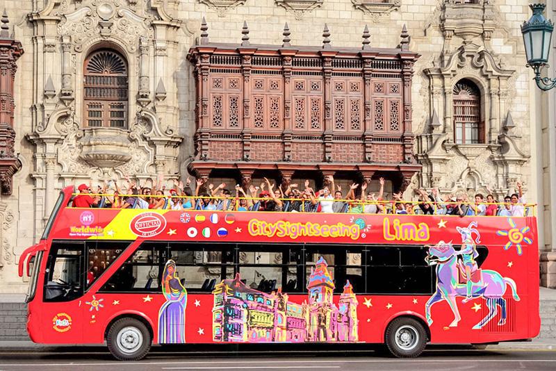 Ônibus turístico em Lima