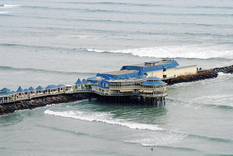 Vista aérea do Restaurante La Rosa Nautica em Lima