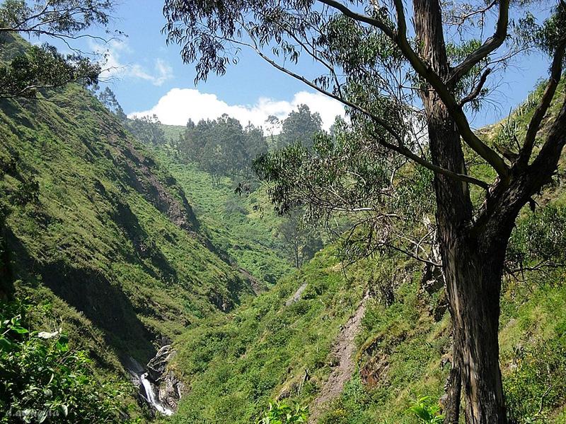 Trilha para a Cachoeira de Antankallo em Lima