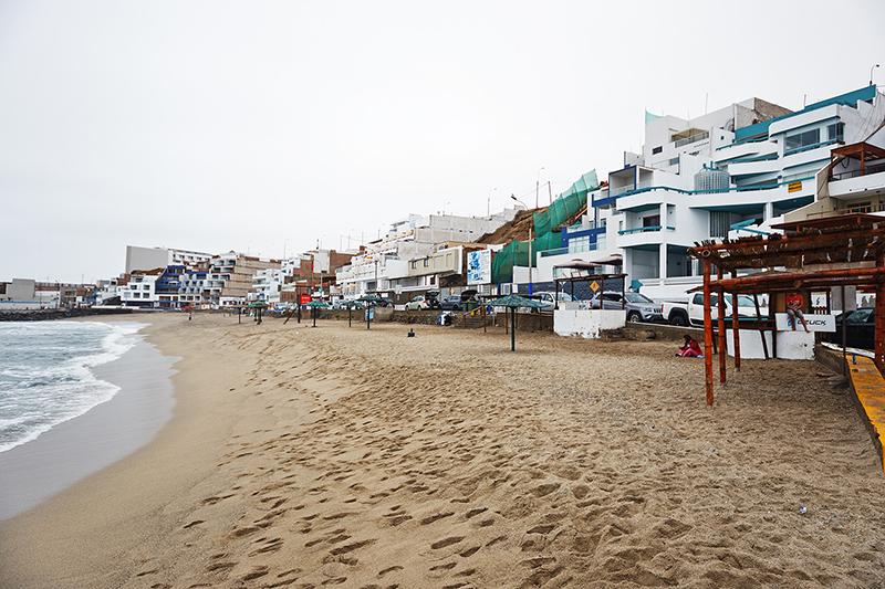 Areia da Praia San Bartolo em Lima