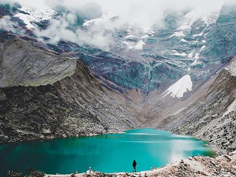 Vista panorâmica de Laguna Humantay no Peru