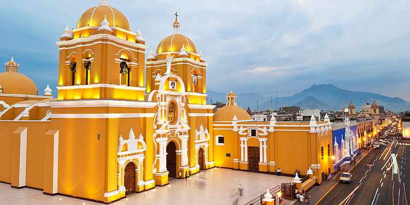 Catedral na Plaza de Armas em Trujillo