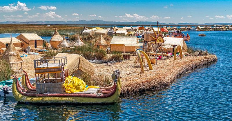 Barco das Ilhas de Uros
