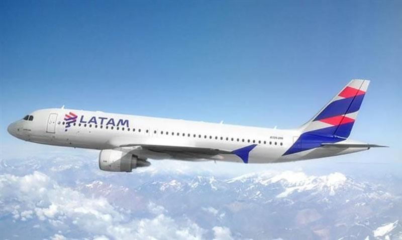 Avião da empresa Latam no Peru