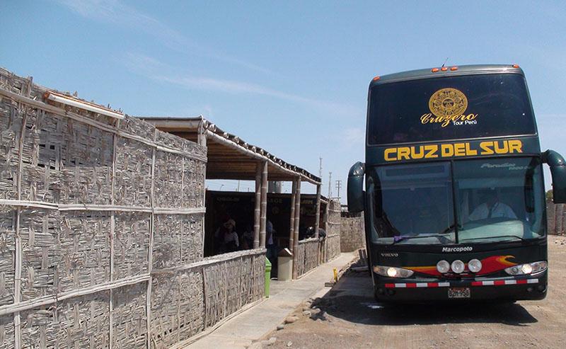 Ônibus Cruz del Sur em Nazca